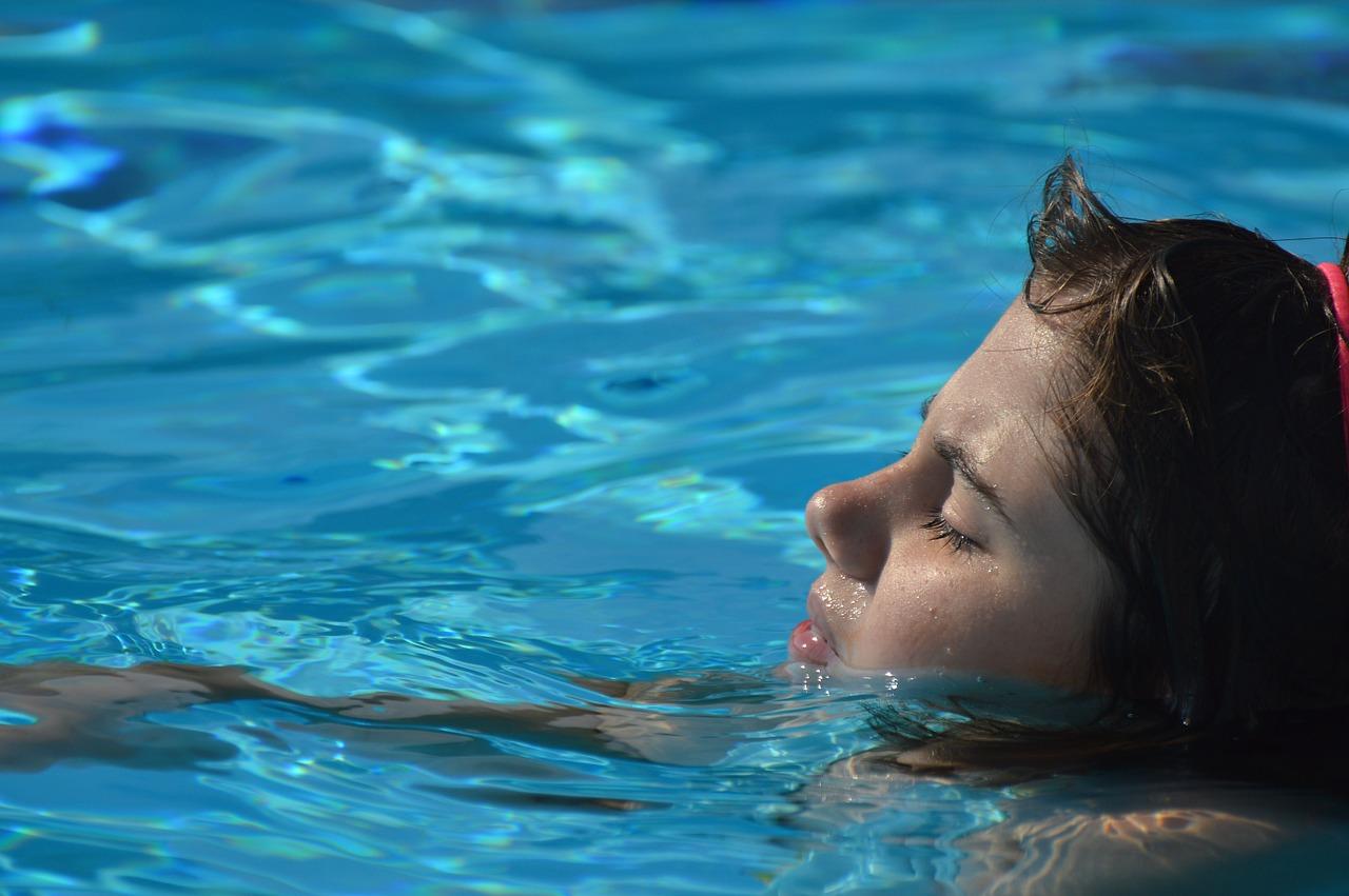 Ćwiczenia relaksujące w wodzie
